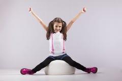 Menina com seus braços estendido Imagens de Stock