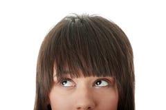 Menina com seus olhos que olham a esquerda ausente Imagens de Stock Royalty Free