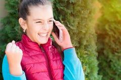 Menina com smartphone Imagem de Stock Royalty Free