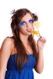 Menina com sumo de laranja no vidro Imagem de Stock