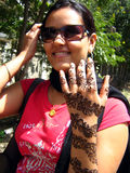 Menina com tatuagem do henna Imagem de Stock Royalty Free