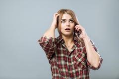 Menina com telefone Imagens de Stock Royalty Free