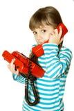 A menina com telefone vermelho Imagens de Stock Royalty Free