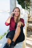 Menina com telemóvel Imagens de Stock