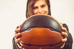 Menina com um basquetebol imagens de stock royalty free