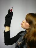 Menina com um bulbo nas mãos Imagens de Stock Royalty Free