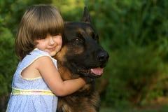 Menina com um cão Imagem de Stock Royalty Free