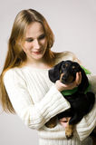 A menina com um cão Foto de Stock Royalty Free