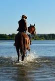 Menina com um cavalo imagem de stock