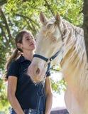 Menina com um cavalo foto de stock royalty free