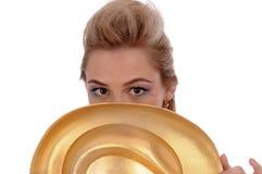 Menina com um chapéu dourado Fotografia de Stock