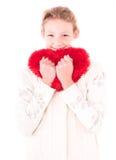 Menina com um coração vermelho em um branco Fotografia de Stock