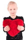 Menina com um coração vermelho em um fundo branco Fotografia de Stock