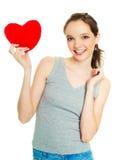 Menina com um descanso heart-shaped foto de stock royalty free