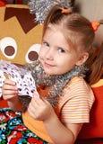 A menina com um floco de neve de papel Imagem de Stock Royalty Free