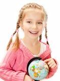 Menina com um globo do mundo fotos de stock