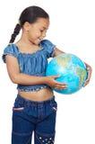 Menina com um globo do mundo imagens de stock royalty free