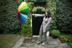 Menina com um guarda-chuva do arco-íris Fotos de Stock Royalty Free