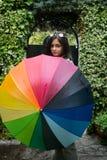 Menina com um guarda-chuva do arco-íris Foto de Stock