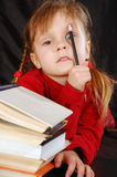 Menina com um lápis e os livros Fotografia de Stock Royalty Free