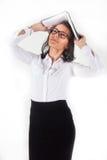 Menina com um livro em suas mãos acima de sua cabeça Fotografia de Stock Royalty Free