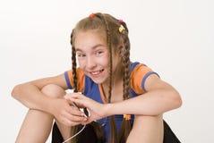 Menina com um mediaplayer III Imagem de Stock