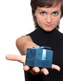 Menina com um presente Imagem de Stock Royalty Free