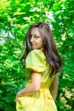 A menina com um sorriso bonito O conceito do encanto Fotos de Stock Royalty Free