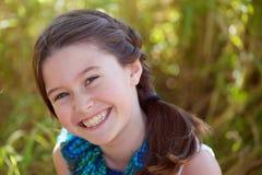 Menina com um sorriso grande fotos de stock royalty free