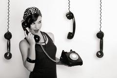 Menina com um telefone do vintage fotografia de stock