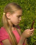 Menina com um telefone móvel Fotos de Stock