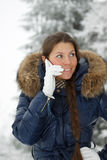 Menina com um telefone móvel Fotos de Stock Royalty Free