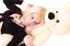 Menina com um urso de peluche Fotos de Stock Royalty Free