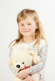 Menina com um urso de peluche Fotografia de Stock Royalty Free