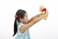 Menina com um urso de peluche Foto de Stock