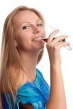 A menina com um vidro imagem de stock royalty free