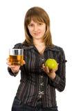 Menina com um vidro do suco e de uma maçã. Isolado Foto de Stock