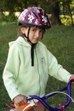Menina com uma bicicleta Fotos de Stock Royalty Free