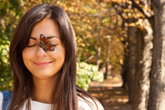 Menina com uma borboleta Fotos de Stock