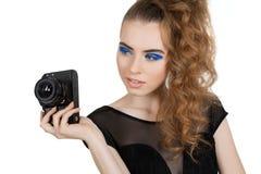 Menina com uma câmera Fotos de Stock Royalty Free
