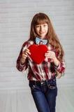Menina com uma caixa vermelha dos chocolates Foto de Stock Royalty Free