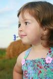A menina com uma flor Fotografia de Stock Royalty Free