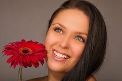 Menina com uma flor Fotos de Stock