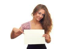 Menina com uma folha branca Fotografia de Stock Royalty Free
