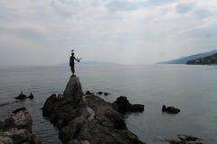 Menina com uma gaivota imagens de stock royalty free