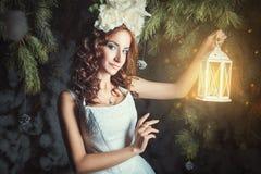Menina com uma lanterna elétrica Fotografia de Stock