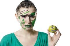 A menina com uma maçã Imagens de Stock Royalty Free