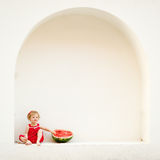 Menina com uma melancia Fotos de Stock Royalty Free