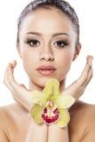 Menina com uma orquídea imagens de stock