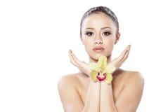 Menina com uma orquídea fotografia de stock